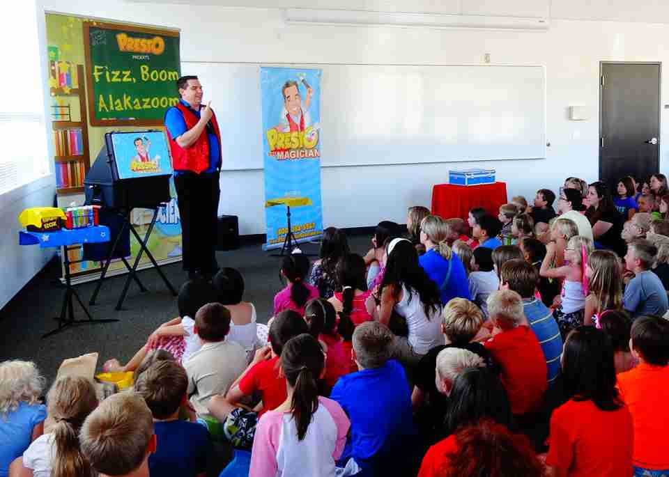 Presto the Magician performs at the clackamas public library