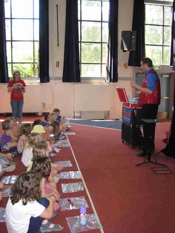 Presto teaches magic classes to children